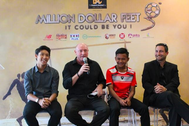 MDF winners Adam Roshan Azman (left) & Muhammad Yusry Haziq bin Idris (third from right) share the stage with MDF Head Coach Steve McMahon and MDF Founder and Director of Football Peter de Kretser (right)